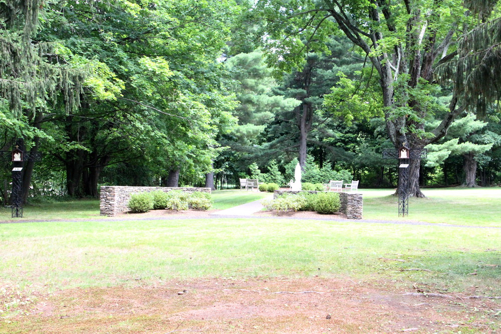 The rosary garden our lady of calvary retreat for Rosary garden designs